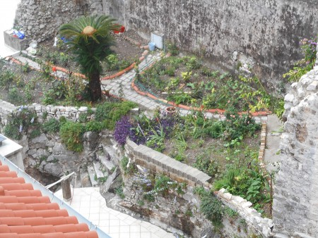 dubrovnik-wall-interior-garden
