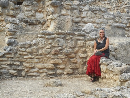 Geni Morrow and the walls of Knossos Palace Crete
